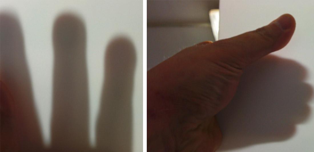 porcellana vetrificata a 1260° di colore bianco satinato, circa 2 mm di spessore.